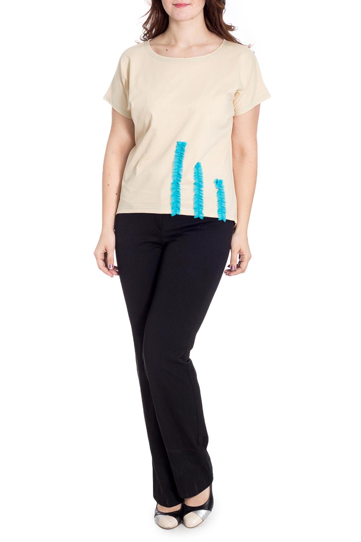 БлузкаБлузки<br>Универсальная блузка с контрастным декоративным элементом. Модель выполнена из приятного материала. Отличный выбор для повседневного гардероба.  В изделии использованы цвета: бежевый, голубой  Рост девушки-фотомодели 180 см.<br><br>Горловина: С- горловина<br>По материалу: Трикотаж,Хлопок<br>По образу: Город,Свидание<br>По рисунку: Однотонные<br>По сезону: Весна,Зима,Лето,Осень,Всесезон<br>По силуэту: Прямые<br>По стилю: Повседневный стиль<br>По элементам: С декором<br>Рукав: Короткий рукав<br>Размер : 50,52,56<br>Материал: Трикотаж<br>Количество в наличии: 3