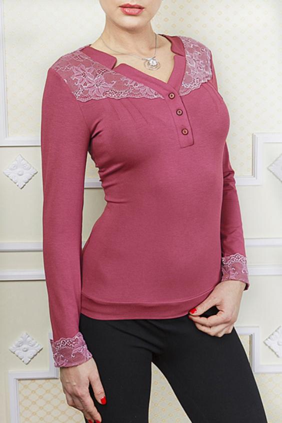 БлузкаБлузки<br>Красивая блузка с гипюровым декором по полочке. Рукава 3/4, V-образный вырез горловины. Отлично смотрится с брюками.  В изделии использованы цвета: розовый, белый  Параметры (обхват груди; обхват талии; обхват бедер): 44 размер - 88; 66,4; 96 см 46 размер - 92; 70,6; 100 см 48 размер - 96; 74,2; 104 см 50 размер - 100; 90; 106 см 52 размер - 104; 94; 110 см 54-56 размер - 108-112; 98-102; 114-118 см 58-60 размер - 116-120; 106-110; 124-130 см  Ростовка изделия 170 см.<br><br>Горловина: V- горловина<br>Застежка: С пуговицами<br>По материалу: Гипюр,Трикотаж<br>По рисунку: Однотонные<br>По сезону: Весна,Зима,Лето,Осень,Всесезон<br>По силуэту: Приталенные<br>По стилю: Повседневный стиль<br>По элементам: С декором,С манжетами<br>Рукав: Длинный рукав<br>Размер : 50,52,54-56<br>Материал: Трикотаж + Гипюр<br>Количество в наличии: 3