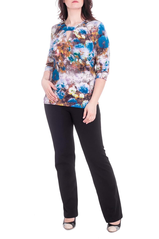 БлузкаБлузки<br>Цветная блузка с круглой горловиной и рукавами 3/4. Модель выполнена из приятного материала. Отличный выбор для повседневного гардероба.  В изделии использованы цвета: голубой, белый, розовый и др.  Рост девушки-фотомодели 180 см<br><br>Горловина: С- горловина<br>По материалу: Вискоза<br>По рисунку: Растительные мотивы,С принтом,Цветные,Цветочные<br>По сезону: Весна,Зима,Лето,Осень,Всесезон<br>По силуэту: Приталенные<br>По стилю: Повседневный стиль<br>По элементам: С декором,С манжетами<br>Рукав: Рукав три четверти<br>Размер : 60,64,66<br>Материал: Вискоза<br>Количество в наличии: 3