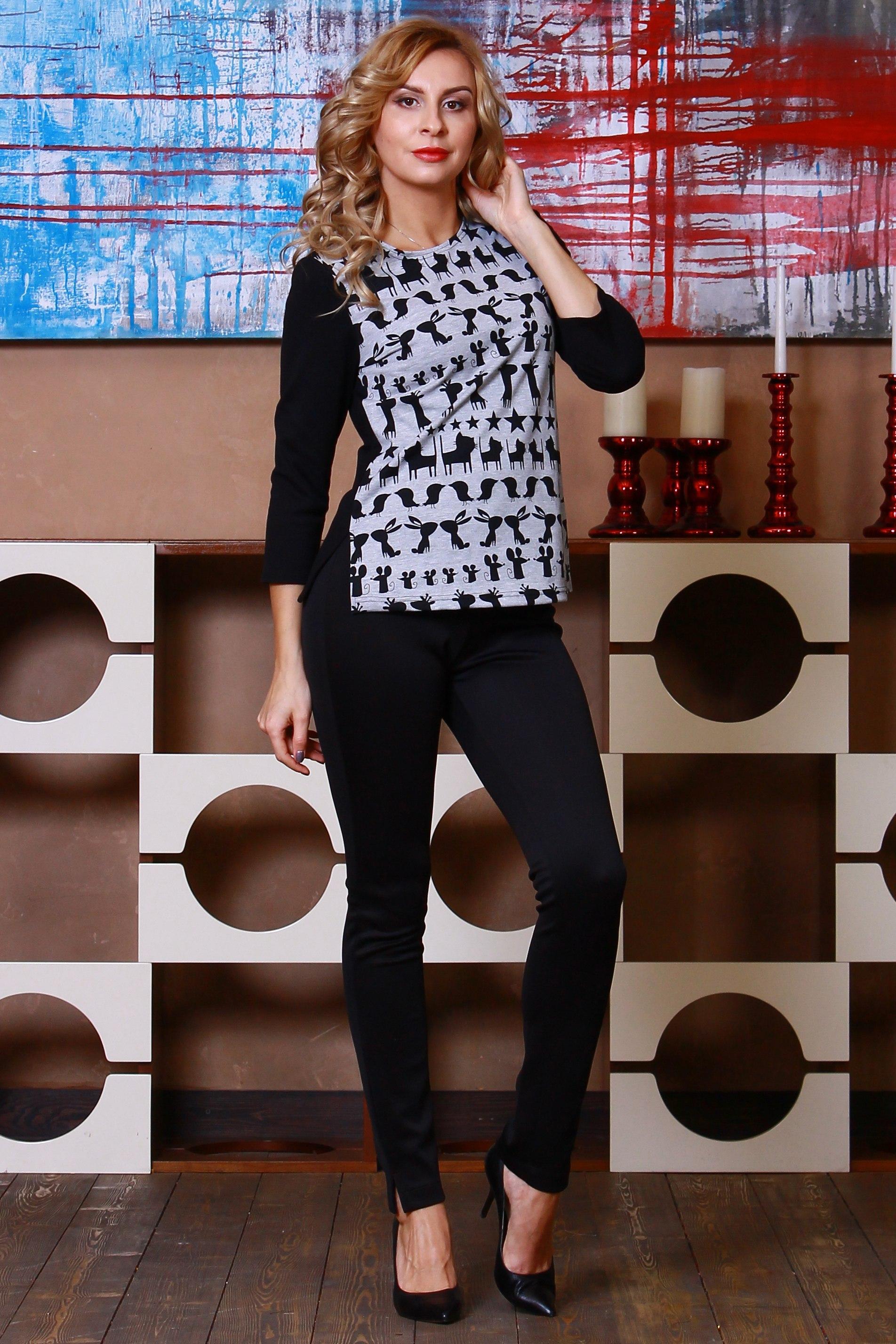 БлузкаБлузки<br>Комбинированная блуза из полушерстяного трикотажного полотна прямого силуэта с небольшими разрезами по бокам, рукав втачной 3/4.  Длина изделия от 59 см до 62 см, в зависимости от размера.  Цвет: черный, серый  Рост девушки-фотомодели 175 см<br><br>Горловина: С- горловина<br>По материалу: Трикотаж<br>По рисунку: С принтом,Цветные<br>По сезону: Весна,Зима,Лето,Осень,Всесезон<br>По силуэту: Полуприталенные<br>По стилю: Повседневный стиль<br>Рукав: Рукав три четверти<br>Размер : 46,48<br>Материал: Джерси<br>Количество в наличии: 2