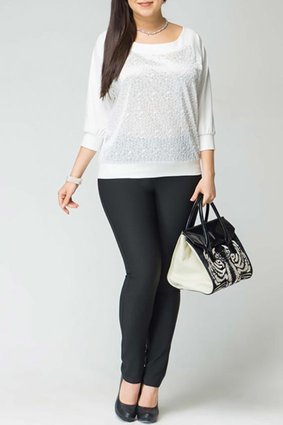 БлузкаБлузки<br>Чудесная блузка с круглой горловиной и рукавами 3/4. Модель выполнена из приятного материала. Отличный выбор для повседневного гардероба.  Цвет: молочный  Рост девушки-фотомодели 170 см<br><br>Горловина: С- горловина<br>По материалу: Вискоза<br>По рисунку: Однотонные<br>По сезону: Весна,Зима,Лето,Осень,Всесезон<br>По силуэту: Полуприталенные<br>По стилю: Повседневный стиль<br>По элементам: С манжетами<br>Рукав: Рукав три четверти<br>Размер : 50,52,54,56,58<br>Материал: Вискоза<br>Количество в наличии: 8