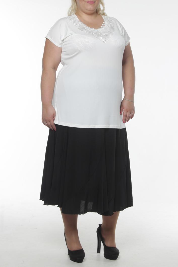 БлузкаБлузки<br>Замечательная женская блузка с отделкой из кружева по горловине изделия. Короткий рукав. Цвет: белый.  Рост девушки-фотомодели 180 см  Длина изделия на 64 размер - 102 см.<br><br>Горловина: С- горловина<br>По материалу: Блузочная ткань,Вискоза,Кружево<br>По рисунку: Однотонные<br>По сезону: Весна,Всесезон,Зима,Лето,Осень<br>По силуэту: Полуприталенные<br>По стилю: Офисный стиль,Повседневный стиль<br>По элементам: С декором<br>Рукав: Короткий рукав<br>Размер : 56<br>Материал: Блузочная ткань<br>Количество в наличии: 1