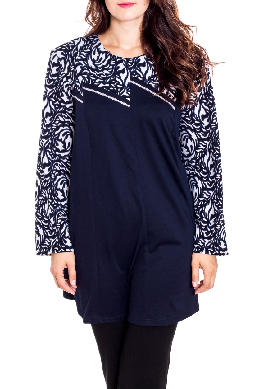 БлузкаТуники<br>Красивая блузка с круглой горловиной и длинными рукавами. Модель выполнена из приятного трикотажа. Отличный выбор для повседневного гардероба.  В изделии использованы цвета: синий, белый  Рост девушки-фотомодели 180 см.<br><br>Горловина: С- горловина<br>По материалу: Вискоза,Трикотаж<br>По образу: Город<br>По рисунку: С принтом,Цветные<br>По силуэту: Полуприталенные<br>По стилю: Повседневный стиль<br>Рукав: Длинный рукав<br>По сезону: Осень,Весна<br>Размер : 60,62,64,66,68,70,72,74,76<br>Материал: Трикотаж<br>Количество в наличии: 9