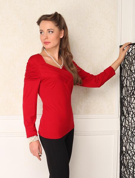 БлузкаБлузки<br>Блузка полуприлегающего силуета с длинным рукавом. Изюминка модели - декоративные складки у горловины и на плечах. Подойдет для повседневной носки. Отлично смотрится с брюками и юбками.   Цвет: красный  Параметры (обхват груди; обхват талии; обхват бедер): 44 размер - 88; 66,4; 96 см 46 размер - 92; 70,6; 100 см 48 размер - 96; 74,2; 104 см 50 размер - 100; 90; 106 см 52 размер - 104; 94; 110 см 54-56 размер - 108-112; 98-102; 114-118 см 58-60 размер - 116-120; 106-110; 124-130 см<br><br>Горловина: V- горловина<br>По материалу: Вискоза,Трикотаж<br>По рисунку: Однотонные<br>По сезону: Весна,Всесезон,Зима,Лето,Осень<br>По силуэту: Приталенные<br>По стилю: Повседневный стиль<br>По элементам: Со складками<br>Рукав: Длинный рукав<br>Размер : 56<br>Материал: Трикотаж<br>Количество в наличии: 1