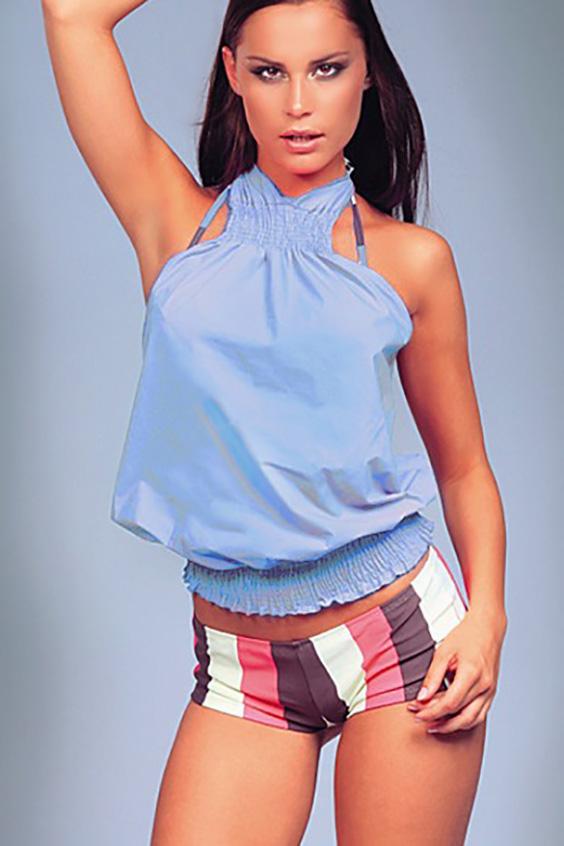 БлузкаБлузки<br>Свободная блузка с открытыми плечами. Отличный выбор для летнего гардероба или пляжного отдыха. Возможны незначительные отличия от фотографии  Цвет: голубой<br><br>По рисунку: Однотонные<br>По сезону: Весна,Всесезон,Зима,Лето,Осень<br>По силуэту: Свободные<br>По элементам: С открытыми плечами<br>По стилю: Летний стиль,Молодежный стиль,Повседневный стиль<br>Рукав: Без рукавов<br>Воротник: Фантазийный<br>По материалу: Тканевые<br>Размер : 44,46<br>Материал: Полиэстер<br>Количество в наличии: 2