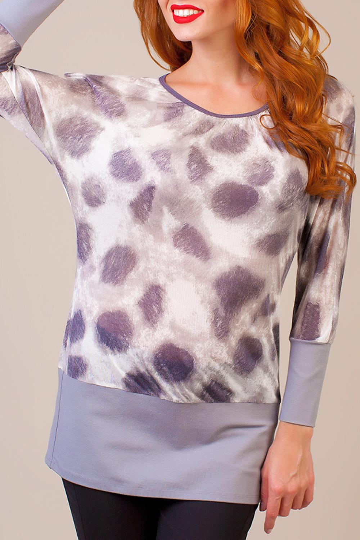 БлузкаБлузки<br>Легкая нарядная блузка выполнена из тонкого вискозного трикотажа. Ткань молочного оттенка украшена абстрактным принтом в светло-лиловой гамме. Блузка свободного кроя доходит до бедер и оканчивается широкой притачной манжетой, округлый вырез окантован тесьмой. Широкие цельнокроеные рукава длиной до запястий украшены длинными притачными манжетами.  В изделии использованы цвета: серый, белый и др.  Ростовка изделия 170 см.<br><br>Горловина: С- горловина<br>По материалу: Вискоза<br>По рисунку: Леопард,С принтом,Цветные<br>По сезону: Весна,Зима,Лето,Осень,Всесезон<br>По силуэту: Полуприталенные<br>По стилю: Повседневный стиль<br>По элементам: С манжетами<br>Рукав: Длинный рукав<br>Размер : 48<br>Материал: Вискоза<br>Количество в наличии: 1