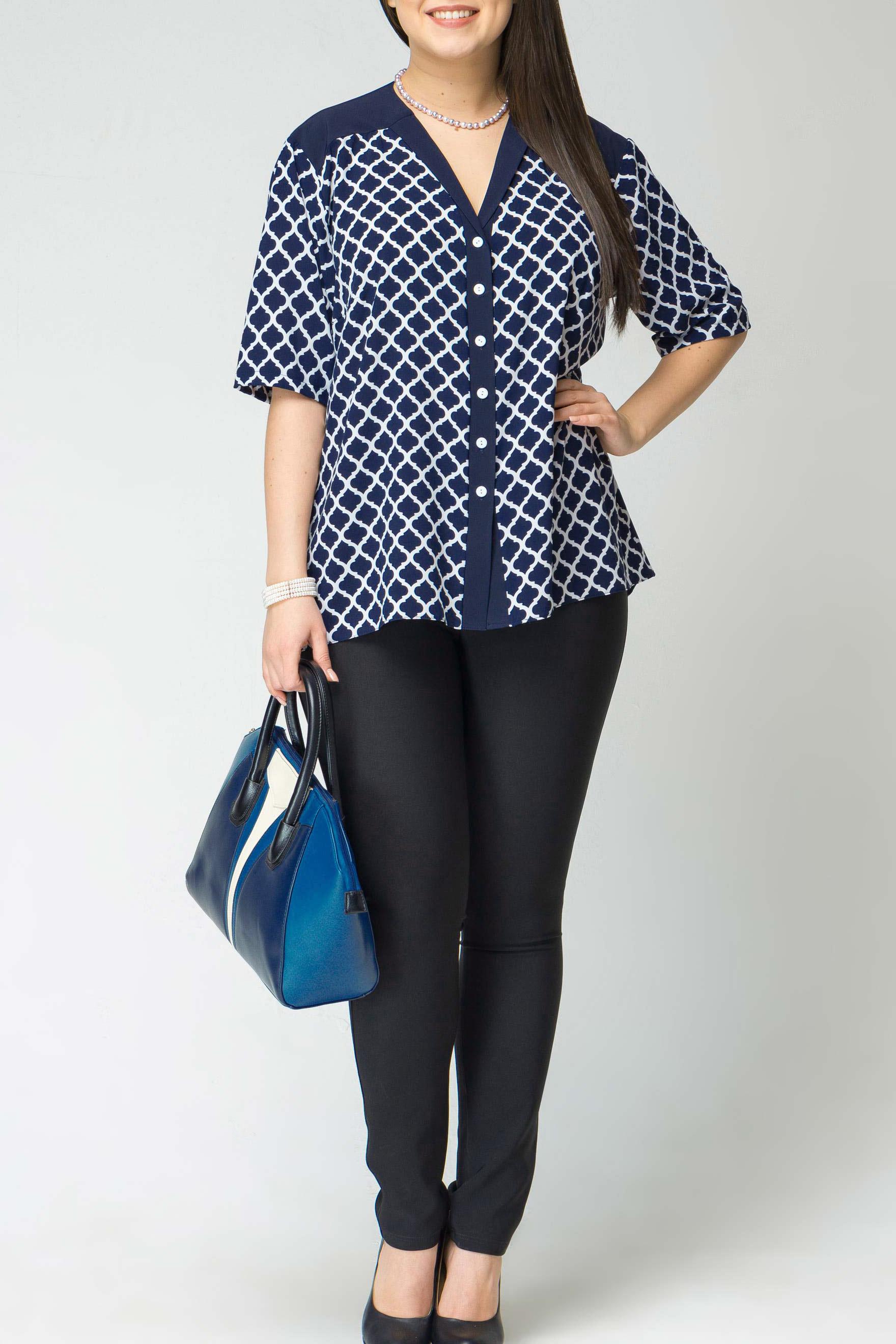 БлузкаБлузки<br>Удобная блузка свободного силуэта с рукавами до локтя. Модель выполнена из приятного материала. Отличный выбор для повседневного гардероба.  В изделии использованы цвета: синий, белый  Длина рукава 34-35 см. в зависимости от размера.  Длина изделия по спинке 85-86 см. в зависимости от размера.  Рост девушки-фотомодели 170 см<br><br>Горловина: V- горловина<br>Застежка: С пуговицами<br>По материалу: Тканевые<br>По рисунку: С принтом,Цветные<br>По сезону: Весна,Зима,Лето,Осень,Всесезон<br>По силуэту: Прямые<br>По стилю: Повседневный стиль<br>Рукав: До локтя<br>Размер : 52,54,56,58<br>Материал: Блузочная ткань<br>Количество в наличии: 9