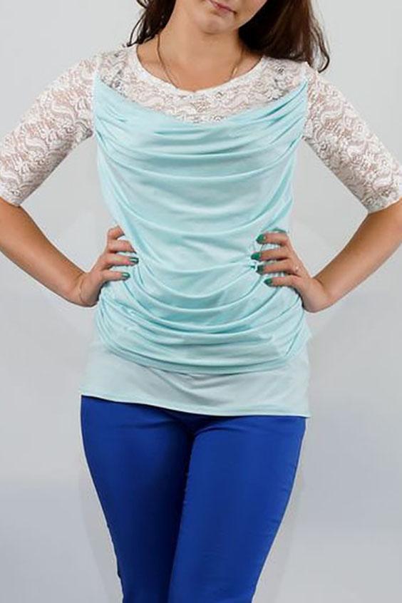 БлузкаБлузки<br>Торжественная блуза из трикотажа и эластичного гипюра с эффектом многослойности, красивый цвет всегда смотриться очень дорого и изысканно. Перед с кокеткой из гипюра и нагрудной вытачкой из бокового шва. Поверх переда наложена отлетная по низу деталь из тонкого трикотажа с качелью по верхнему срезу и задрапированная по шву проймы и боковому шву.  Спинка с кокеткой из гипюра. Рукава втачные, длиной до локтя. Горловина округлая.  Длина изделия: До 48 размера - 65,0 см; 50-56 размеры – 69,0 см  В изделии использованы цвета: бирюзовый, белый  Ростовка изделия 170 см.<br><br>Горловина: Качель,С- горловина<br>По материалу: Гипюр,Трикотаж<br>По рисунку: Цветные<br>По сезону: Весна,Зима,Лето,Осень,Всесезон<br>По силуэту: Прямые<br>По стилю: Нарядный стиль,Вечерний стиль<br>Рукав: До локтя<br>Размер : 46,50,52,54,56,58<br>Материал: Холодное масло + Гипюр<br>Количество в наличии: 6