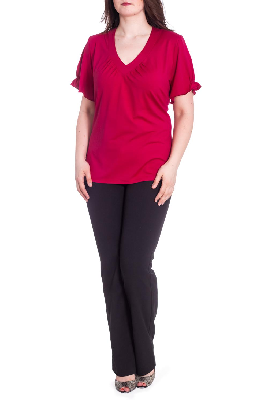 БлузкаБлузки<br>Однотонная блузка с V-образной горловиной и короткими рукавами с воланами. Модель выполнена из приятного материала. Отличный выбор для любого случая.  В изделии использованы цвета: бордовый  Рост девушки-фотомодели 180 см.<br><br>Горловина: V- горловина<br>По материалу: Вискоза<br>По рисунку: Однотонные<br>По сезону: Весна,Зима,Лето,Осень,Всесезон<br>По силуэту: Полуприталенные<br>По стилю: Повседневный стиль<br>По элементам: С воланами и рюшами<br>Рукав: Короткий рукав<br>Размер : 64,66<br>Материал: Вискоза<br>Количество в наличии: 2