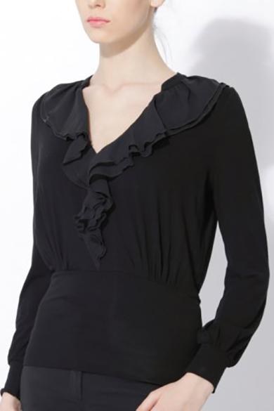 БлузкаБлузки<br>Женская блузка с длинными рукавами и декоративным элементом из шифона. Модель выполнена из приятного материала. Отличный выбор для повседневного гардероба.  Цвет: черный<br><br>Горловина: V- горловина<br>По материалу: Вискоза,Трикотаж<br>По рисунку: Однотонные<br>По сезону: Весна,Всесезон,Зима,Лето,Осень<br>По силуэту: Полуприталенные<br>По стилю: Повседневный стиль<br>По элементам: С воланами и рюшами,С манжетами<br>Рукав: Длинный рукав<br>Размер : 44,46,50,52<br>Материал: Трикотаж + Шифон<br>Количество в наличии: 7