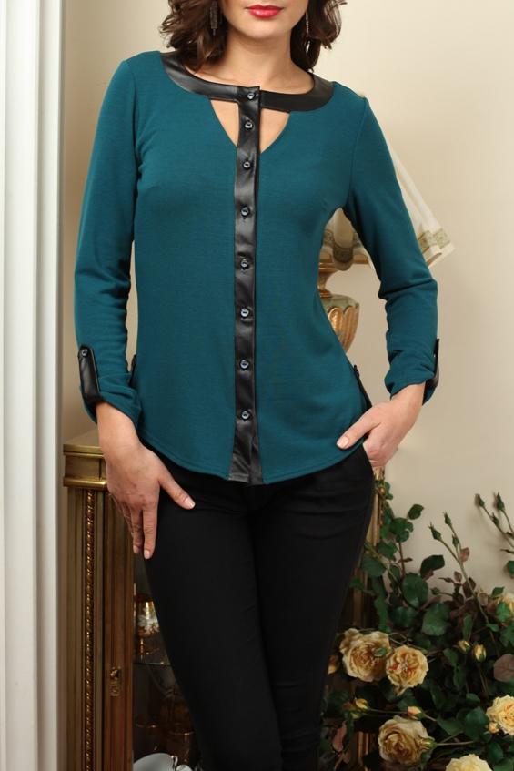 БлузкаБлузки<br>Интересная блузка с кожаным декором. Модель выполнена из приятного трикотажа. Отличный выбор для повседневного гардероба.  В изделии использованы цвета: морская волна, черный  Параметры (обхват груди; обхват талии; обхват бедер): 44 размер - 88; 66,4; 96 см 46 размер - 92; 70,6; 100 см 48 размер - 96; 74,2; 104 см 50 размер - 100; 90; 106 см 52 размер - 104; 94; 110 см 54-56 размер - 108-112; 98-102; 114-118 см 58-60 размер - 116-120; 106-110; 124-130 см  Ростовка изделия 170 см.<br><br>Горловина: С- горловина<br>Застежка: С пуговицами<br>По материалу: Трикотаж<br>По образу: Город,Свидание<br>По рисунку: Цветные<br>По сезону: Весна,Зима,Лето,Осень,Всесезон<br>По силуэту: Приталенные<br>По стилю: Повседневный стиль<br>По элементам: С декором,С кожаными вставками,С патами<br>Рукав: Длинный рукав<br>Размер : 46,48,50<br>Материал: Трикотаж<br>Количество в наличии: 3