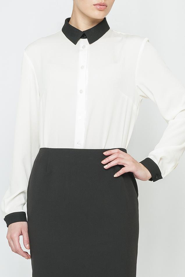 РубашкаРубашки<br>Классическая женская рубашка с контрастными манжетами и воротничком. Модель выполнена из воздушного шифона. Отличный выбор для любого случая. Блузка без декоративного бантика.  Цвет: белый, черный  Параметры изделия: 44 размер: обхват по линии груди - 104 см, обхват по линии бедер - 106 см, длина изделия - 70 см;  54 размер: обхват по линии груди - 126 см, обхват по линии бедер - 128 см, длина изделия - 73 см.  Рост девушки-фотомодели 170 см<br><br>Воротник: Рубашечный<br>Застежка: С пуговицами<br>По материалу: Шифон<br>По образу: Город,Офис<br>По сезону: Весна,Зима,Лето,Осень,Всесезон<br>По силуэту: Полуприталенные<br>По стилю: Классический стиль,Офисный стиль,Повседневный стиль<br>По элементам: С манжетами<br>Рукав: Длинный рукав<br>По рисунку: Цветные<br>Размер : 42,46,56<br>Материал: Шифон<br>Количество в наличии: 3