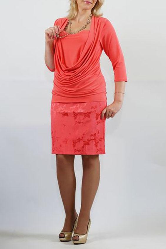 БлузкаБлузки<br>Яркий дизайн трикотажной блузы с эффектом двуслойности, отшита из пластичной ткани «холодное масло». Перед с глубокой качелью горловины и внутренней деталью, входящей в шов проймы и боковые швы. Модель красиво подчеркивает грудь и отлично скрывает недостатки в области талии. Спинка цельная, без отличительных особенностей. Рукава втачные, умеренной ширины, длиной 3/4. Низ блузы на притачной двойной манжете.  Длина изделия около 65 см.  Цвет: персиковый  Ростовка изделия 170 см.<br><br>Горловина: Качель,Квадратная горловина<br>По материалу: Трикотаж<br>По рисунку: Однотонные<br>По сезону: Весна,Зима,Лето,Осень,Всесезон<br>По силуэту: Приталенные<br>По стилю: Повседневный стиль<br>По элементам: Со складками<br>Рукав: Рукав три четверти<br>Размер : 48,54,56,58<br>Материал: Холодное масло<br>Количество в наличии: 4