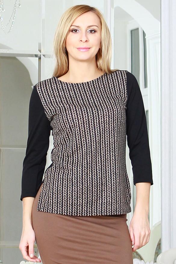 БлузкаБлузки<br>Комбинированная блуза из полушерстяного трикотажного полотна прямого силуэта с небольшими разрезами по бокам, рукав втачной 3/4.   Длина изделия от 59 см до 62 см , в зависимости от размера.  Цвет: бежевый, черный   Рост девушки-фотомодели 175 см<br><br>Горловина: С- горловина<br>По материалу: Трикотаж<br>По рисунку: С принтом,Цветные<br>По сезону: Весна,Зима,Лето,Осень,Всесезон<br>По силуэту: Полуприталенные<br>По стилю: Повседневный стиль<br>Рукав: Рукав три четверти<br>Размер : 46<br>Материал: Джерси<br>Количество в наличии: 1
