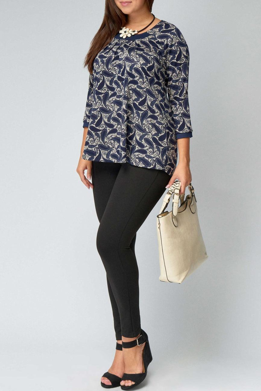 БлузкаБлузки<br>Интересная блузка чуть расклешенная к низу с рукавами 3/4. Модель выполнена из плотного трикотажа. Отличный выбор для повседневного гардероба.  В изделии использованы цвета: синий, бежевый  Рост девушки-фотомодели 170 см<br><br>Горловина: С- горловина<br>По материалу: Трикотаж<br>По образу: Город<br>По рисунку: С принтом,Цветные,Этнические<br>По сезону: Весна,Зима,Лето,Осень,Всесезон<br>По силуэту: Полуприталенные<br>По стилю: Повседневный стиль<br>По элементам: С манжетами<br>Рукав: Рукав три четверти<br>Размер : 50,52,54,56,58,60<br>Материал: Джерси<br>Количество в наличии: 15