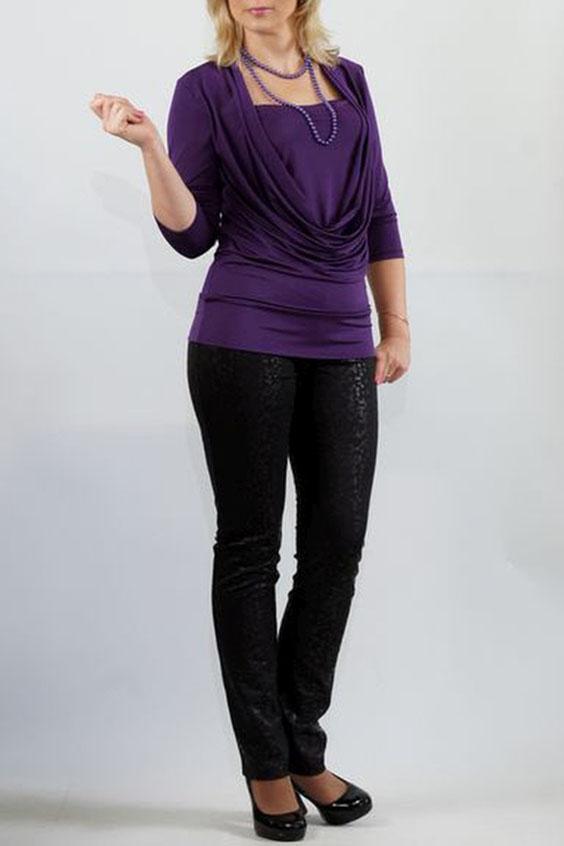 БлузкаБлузки<br>Яркий дизайн трикотажной блузы с эффектом двуслойности, отшита из пластичной ткани «холодное масло». Перед с глубокой качелью горловины и внутренней деталью, входящей в шов проймы и боковые швы. Модель красиво подчеркивает грудь и отлично скрывает недостатки в области талии. Спинка цельная, без отличительных особенностей. Рукава втачные, умеренной ширины, длиной 3/4. Низ блузы на притачной двойной манжете.  Длина изделия около 65 см.  Цвет: фиолетовый  Ростовка изделия 170 см.<br><br>Горловина: Качель,Квадратная горловина<br>По материалу: Трикотаж<br>По рисунку: Однотонные<br>По сезону: Весна,Зима,Лето,Осень,Всесезон<br>По силуэту: Приталенные<br>По стилю: Повседневный стиль<br>По элементам: Со складками<br>Рукав: Рукав три четверти<br>Размер : 50,52,54<br>Материал: Холодное масло<br>Количество в наличии: 3
