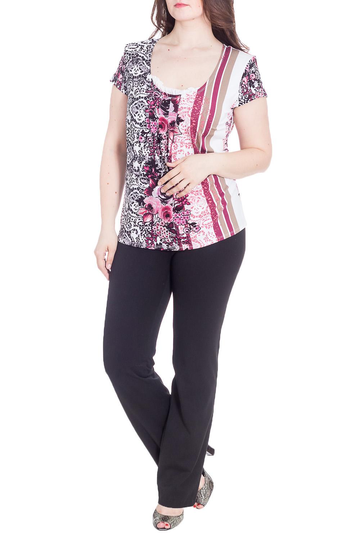 БлузкаБлузки<br>Цветная блузка с декоративными рюшами у горловины. Модель выполнена из приятного материала. Отличный выбор для любого случая.  В изделии использованы цвета: белый, бордовый, бежевый и др.  Рост девушки-фотомодели 180 см<br><br>Горловина: С- горловина<br>По материалу: Трикотаж<br>По рисунку: Растительные мотивы,С принтом,Цветные,Цветочные<br>По сезону: Весна,Зима,Лето,Осень,Всесезон<br>По силуэту: Приталенные<br>По стилю: Повседневный стиль<br>По элементам: С воланами и рюшами,С декором<br>Рукав: Короткий рукав<br>Размер : 60,62,64,66<br>Материал: Трикотаж<br>Количество в наличии: 4