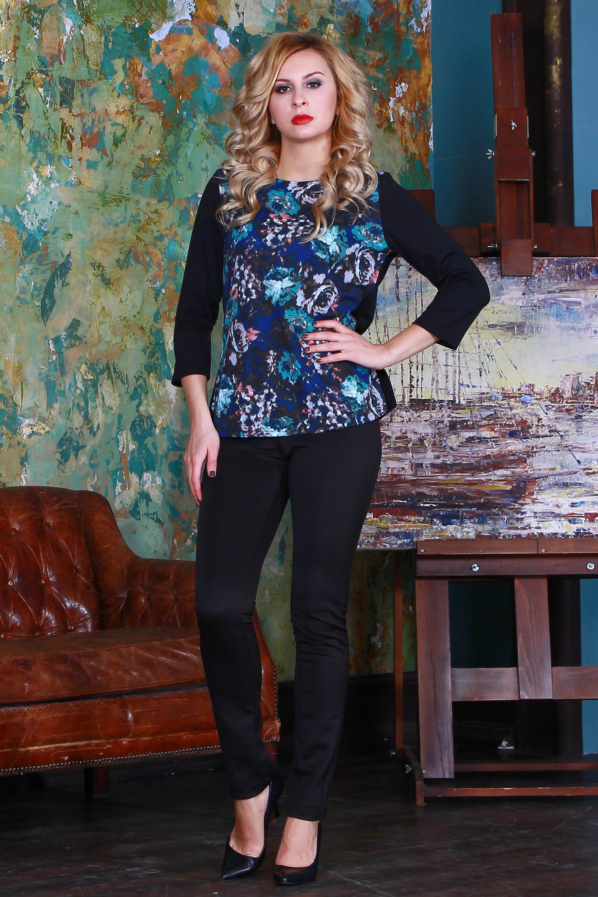 БлузкаБлузки<br>Комбинированная блуза из полушерстяного трикотажного полотна прямого силуэта с небольшими разрезами по бокам, рукав втачной 3/4.   Длина изделия от 59 см до 62 см , в зависимости от размера.  Цвет: черный, голубой, синий  Рост девушки-фотомодели 175 см<br><br>Горловина: С- горловина<br>По материалу: Трикотаж<br>По рисунку: Растительные мотивы,С принтом,Цветные,Цветочные<br>По сезону: Весна,Зима,Лето,Осень,Всесезон<br>По силуэту: Полуприталенные<br>По стилю: Повседневный стиль<br>Рукав: Рукав три четверти<br>Размер : 48,52<br>Материал: Джерси<br>Количество в наличии: 2