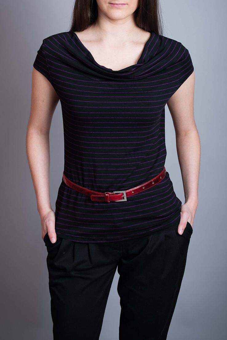 БлузаБлузки<br>Цветная блузка полуприталенного силуэта. Модель выполнена из приятного материала. Отличный выбор для повседневного гардероба. Блузка без ремня.  В изделии использованы цвета: черный, розовый  Ростовка изделия 170 см.<br><br>Горловина: Качель<br>По материалу: Вискоза,Трикотаж<br>По образу: Город,Свидание<br>По рисунку: В полоску,Цветные<br>По сезону: Весна,Зима,Лето,Осень,Всесезон<br>По силуэту: Приталенные<br>По стилю: Повседневный стиль<br>Рукав: Короткий рукав<br>Размер : 44,46,50<br>Материал: Вискоза<br>Количество в наличии: 3
