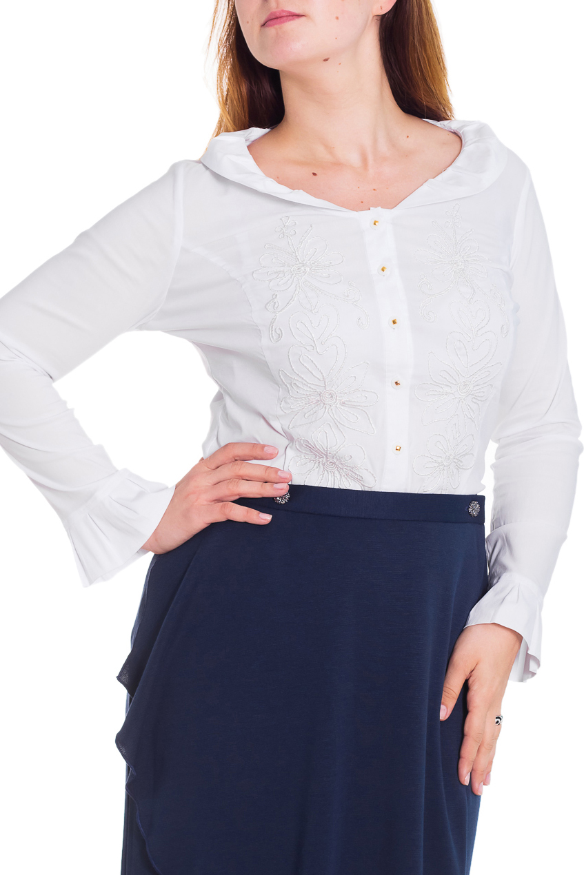 БлузкаБлузки<br>Замечательная блузка с длинными рукавами. Модель выполнена из приятного материала. Отличный выбор для любого случая.  Цвет: белый  Рост девушки-фотомодели 180 см.<br><br>Воротник: Отложной<br>Горловина: С- горловина<br>Застежка: С пуговицами<br>По материалу: Блузочная ткань,Хлопок<br>По рисунку: Однотонные<br>По сезону: Весна,Всесезон,Зима,Лето,Осень<br>По силуэту: Полуприталенные<br>По стилю: Офисный стиль,Повседневный стиль<br>По элементам: С декором<br>Рукав: Длинный рукав<br>Размер : 50<br>Материал: Блузочная ткань<br>Количество в наличии: 1
