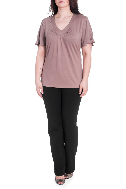 БлузкаБлузки<br>Однотонная блузка с V-образной горловиной и короткими рукавами с воланами. Модель выполнена из приятного материала. Отличный выбор для любого случая.  В изделии использованы цвета: кофе с молоком  Рост девушки-фотомодели 180 см.<br><br>Горловина: V- горловина<br>По материалу: Вискоза<br>По рисунку: Однотонные<br>По сезону: Весна,Зима,Лето,Осень,Всесезон<br>По силуэту: Полуприталенные<br>По стилю: Повседневный стиль<br>По элементам: С воланами и рюшами<br>Рукав: Короткий рукав<br>Размер : 62,66<br>Материал: Вискоза<br>Количество в наличии: 3
