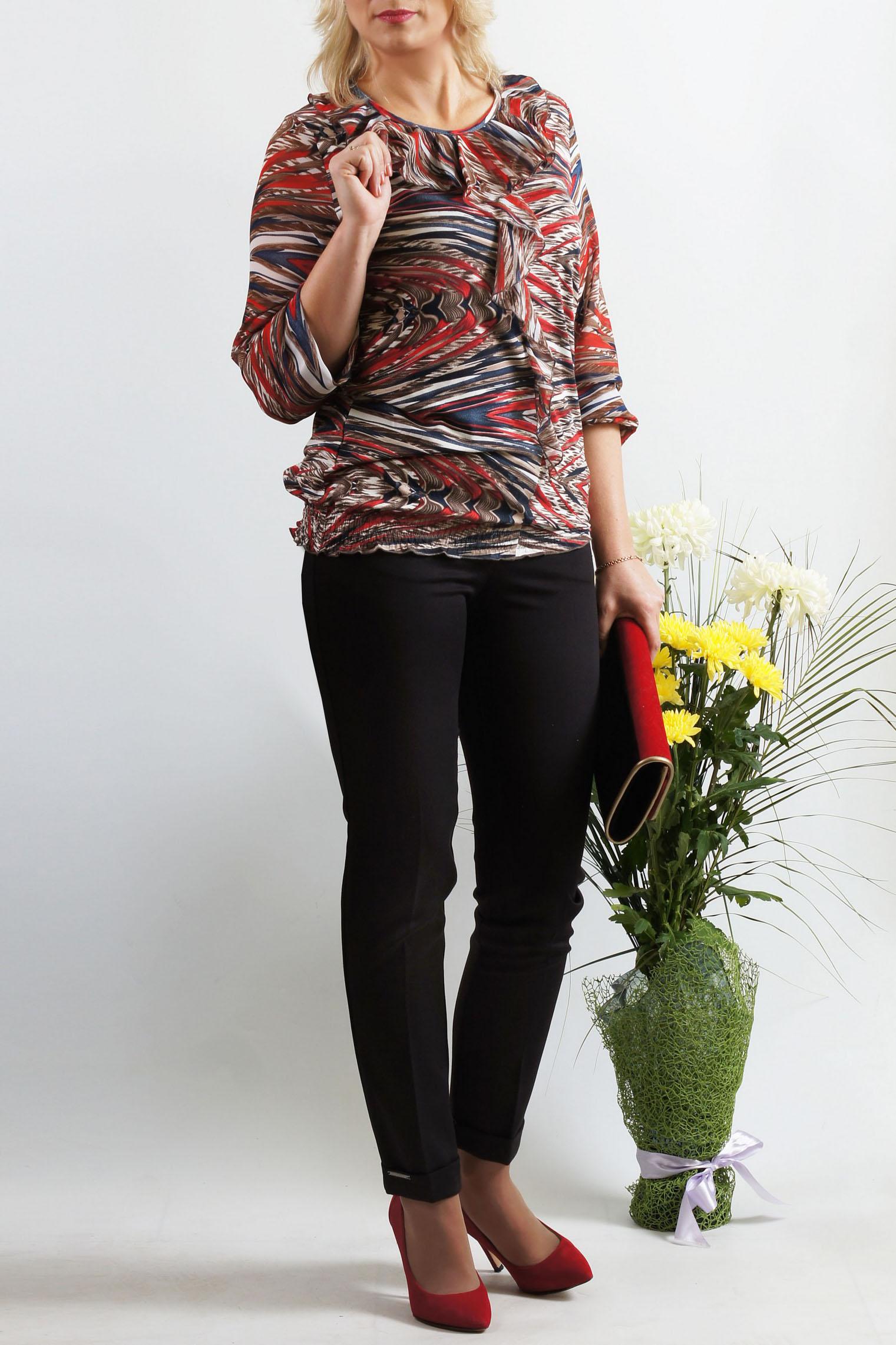 БлузкаБлузки<br>Нарядная блузка полуприталенного силуэта. Модель выполнена из приятного трикотажа и шифона. Отличный выбор для повседневного гардероба.  Длина изделия около 69 см.  В изделии использованы цвета: красный, бежевый, синий и др.  Параметры размеров: 42 размер - обхват груди 84 см., обхват талии 64 см., обхват бедер 92 см. 44 размер - обхват груди 88 см., обхват талии 68 см., обхват бедер 96 см. 46 размер - обхват груди 92 см., обхват талии 72 см., обхват бедер 100 см. 48 размер - обхват груди 96 см., обхват талии 76 см., обхват бедер 104 см. 50 размер - обхват груди 100 см., обхват талии 80 см., обхват бедер 108 см. 52 размер - обхват груди 104 см., обхват талии 85 см., обхват бедер 112 см. 54 размер - обхват груди 108 см., обхват талии 89 см., обхват бедер 116 см. 56 размер - обхват груди 112 см., обхват талии 94 см., обхват бедер 120 см. 58 размер - обхват груди 116 см., обхват талии 100 см., обхват бедер 124 см.  Ростовка изделия 167-173 см.<br><br>Горловина: С- горловина<br>По материалу: Вискоза,Трикотаж,Шифон<br>По рисунку: С принтом,Цветные<br>По сезону: Весна,Зима,Лето,Осень,Всесезон<br>По силуэту: Полуприталенные<br>По стилю: Повседневный стиль<br>По элементам: С воланами и рюшами<br>Рукав: Рукав три четверти<br>Размер : 48,50,52,54,56,58<br>Материал: Вискоза + Шифон<br>Количество в наличии: 6