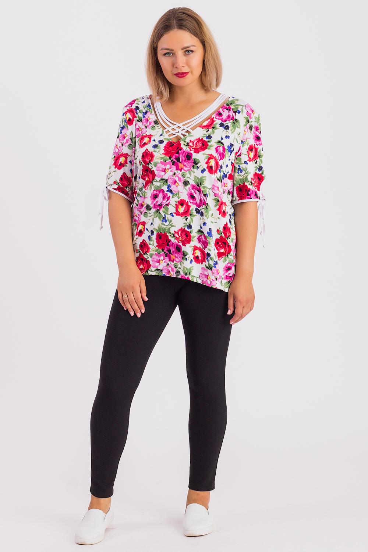 БлузкаБлузки<br>Цветная блузка отделочными планками. Модель выполнена из приятного материала. Отличный выбор для любого случая.  В изделии использованы цвета: белый, розовый и др.  Рост девушки-фотомодели 180 см.<br><br>Горловина: V- горловина<br>По материалу: Вискоза<br>По рисунку: Растительные мотивы,С принтом,Цветные,Цветочные<br>По сезону: Весна,Зима,Лето,Осень,Всесезон<br>По силуэту: Полуприталенные<br>По стилю: Повседневный стиль<br>По элементам: С декором<br>Рукав: До локтя<br>Размер : 60,62,64<br>Материал: Вискоза<br>Количество в наличии: 3