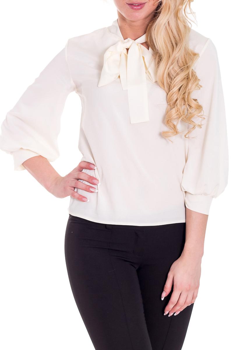 БлузкаБлузки<br>Прекрасная блузка с декоративными завязками у горловины. Модель выполнена из приятного материала. Отличный выбор для любого случая.  Цвет: слоновая кость  Рост девушки-фотомодели 170 см<br><br>По материалу: Блузочная ткань,Тканевые<br>По рисунку: Однотонные<br>По сезону: Весна,Всесезон,Зима,Лето,Осень<br>По силуэту: Свободные<br>По стилю: Повседневный стиль,Офисный стиль<br>Рукав: Рукав три четверти<br>По элементам: С манжетами<br>Размер : 44-46,48-50,52-54<br>Материал: Блузочная ткань<br>Количество в наличии: 3