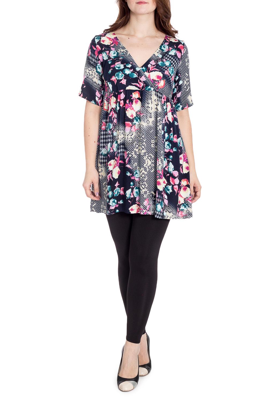 БлузкаТуники<br>Красивая блузка с короткими рукавами. Модель выполнена из приятного материала. Отличный выбор для повседневного гардероба.  В изделии использованы цвета: синий, белый, розовый и др.  Рост девушки-фотомодели 180 см.<br><br>Горловина: V- горловина,Запах<br>По материалу: Хлопок<br>По образу: Город,Свидание<br>По рисунку: Растительные мотивы,С принтом,Цветные,Цветочные<br>По силуэту: Прямые<br>По стилю: Повседневный стиль<br>Рукав: До локтя<br>По сезону: Лето<br>Размер : 50-52<br>Материал: Блузочная ткань<br>Количество в наличии: 1