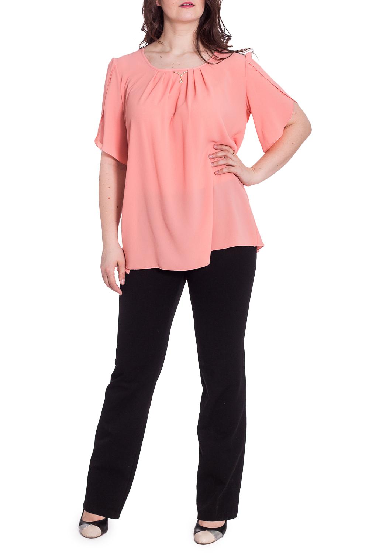 БлузкаБлузки<br>Легкая весенне-летняя блуза с коротким рукавом имеет очень удачный слегка расклешенный книзу силуэт и скрывает любые недостатки женской фигуры. Ее можно носить как навыпуск, так и заправленной в юбку или брюки, и она будет неизменно яркой и эффектной. Легкий декор на груди придает изделию шарма и позволяет носить его как в рабочие будни, так и вечером на отдыхе в неформальной обстановке.  В изделии использованы цвета: коралловый  Рост девушки-фотомодели 180 см<br><br>Горловина: С- горловина<br>По материалу: Блузочная ткань,Вискоза,Тканевые<br>По рисунку: Однотонные<br>По сезону: Весна,Зима,Лето,Осень,Всесезон<br>По силуэту: Прямые,Свободные<br>По стилю: Нарядный стиль,Повседневный стиль<br>По элементам: С декором,Со складками<br>Рукав: До локтя<br>Размер : 50,52,54,56,58,60<br>Материал: Блузочная ткань<br>Количество в наличии: 12