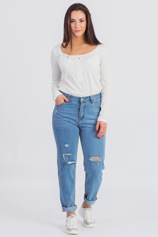 ЛонгсливЛонгсливы<br>Лонгсливы можно по праву отнести в разряд универсальной одежды. Их можно носить с брюками и шортами, с джинсами и юбками.Удлиненный лонгслив силуэта трапеция. Длина ниже уровня бедер. Углубленная и широкая горловина обработана окантовкой. Планка до талии с застежкой на пуговицы. Рукав втачной, длинный.Цвет: молочный.Длина рукава - 60 ± 1 смРост девушки-фотомодели 167 смДлина изделия - 69 ± 2 см<br><br>Горловина: С- горловина<br>Рукав: Длинный рукав<br>Материал: Трикотаж,Хлопок<br>Рисунок: Однотонные<br>Сезон: Весна,Всесезон,Зима,Осень<br>Силуэт: Полуприталенные<br>Стиль: Кэжуал,Молодежный стиль,Повседневный стиль<br>Элементы: С пуговицами<br>Размер : 42,44,46,48,50,52<br>Материал: Трикотаж<br>Количество в наличии: 29