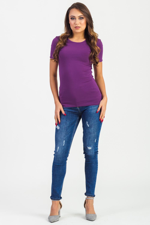 ФутболкаФутболки<br>Хлопковая женская футболка - основа базового женского гардероба.<br><br>По сезону: Весна,Лето,Всесезон<br>Размер : 42,44,46,48,50,52,54,56,58,60<br>Материал: Хлопок<br>Количество в наличии: 252