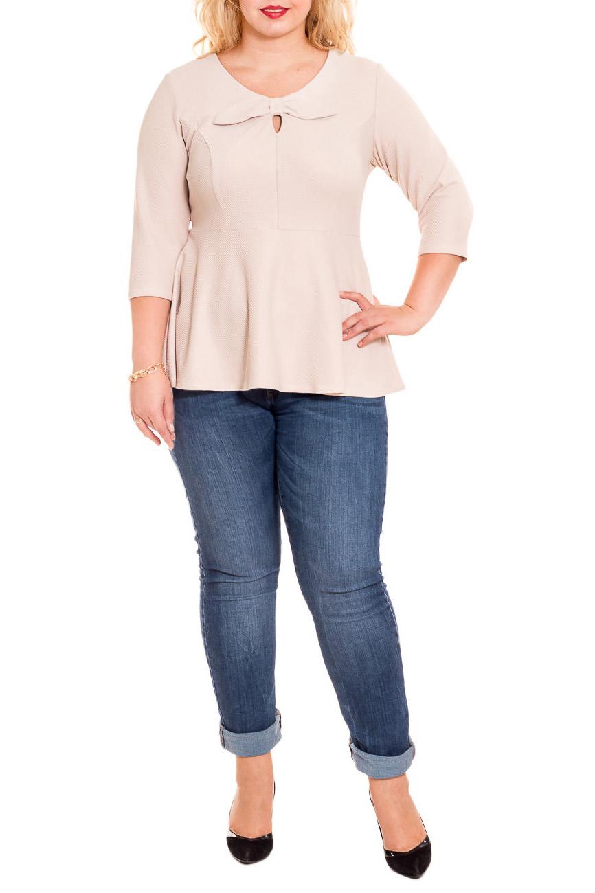 БлузкаБлузки<br>Классическая женская блузка - это универсальный предмет одежды, в котором можно пойти как на работу, так и на свидание.  Блузка приталенного силуэта, отрезная выше линии талии, с баской. На передней части изделия средний шов, рельефы и декоративный бант с капелькой. На спинке средний шов. Горловина обработана обтачкой. Рукав втачной, 3/4.  Цвет: бежевый.  Длина рукава - 44 ± 1 см  Рост девушки-фотомодели 178 см  Длина изделия - 68 ± 2 см<br><br>Горловина: С- горловина<br>По материалу: Трикотаж<br>По рисунку: Однотонные<br>По сезону: Весна,Зима,Осень,Всесезон<br>По силуэту: Приталенные<br>По стилю: Классический стиль,Кэжуал,Офисный стиль,Повседневный стиль,Романтический стиль<br>По элементам: С баской,С декором<br>Рукав: Рукав три четверти<br>Размер : 58,62<br>Материал: Трикотаж<br>Количество в наличии: 5