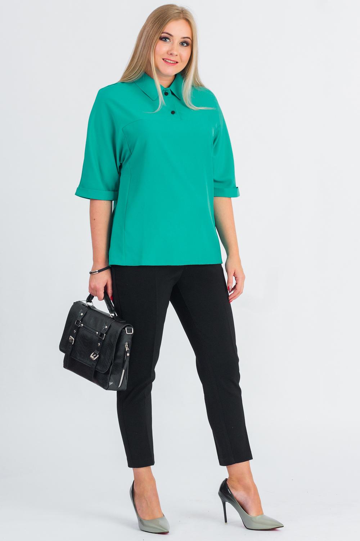 БлузкаБлузки<br>Классическая женская блузка - это универсальный предмет одежды, в котором можно пойти как на работу, так и на свидание.  Блузка прямого силуэта с кокетками на передней и задней частях изделия. На кокетке спинки средний шов. Воротник отложной с застежкой на две пуговицы на передней части изделия. Рукав цельнокроенный, 3/4, с манжетой на отворот.  Цвет: бирюзовый.  Длина рукава (от конечной плечевой точки) - 40 ± 1 см  Рост девушки-фотомодели 170 см  Длина изделия - 65 ± 2 см<br><br>Воротник: Рубашечный,Стояче-отложной<br>Застежка: С пуговицами<br>По материалу: Блузочная ткань,Тканевые<br>По рисунку: Однотонные<br>По сезону: Весна,Зима,Лето,Осень,Всесезон<br>По силуэту: Прямые<br>По стилю: Классический стиль,Кэжуал,Офисный стиль,Повседневный стиль<br>По элементам: С воротником,С манжетами<br>Рукав: Рукав три четверти<br>Размер : 48,50,52,54,56,58<br>Материал: Плательно-блузочная ткань<br>Количество в наличии: 44