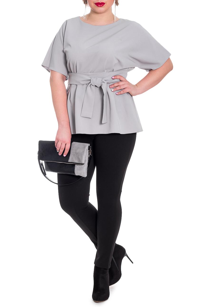 БлузкаБлузки<br>Классическая женская блузка - это универсальный предмет одежды, в котором можно пойти как на работу, так и на свидание.  Блузка приталенного силуэта с защипами по талии на передней и задней частях изделия. Съемный пояс. На спинке средний шов с молнией. Горловина обработана обтачкой. Рукав цельнокроенный, до локтя.  Цвет: серый.  Длина рукава (от конечной плечевой точки) - 25 ± 1 см  Рост девушки-фотомодели 170 см  Длина изделия - 65 ± 2 см  При создании образа, который Вы видите на фотографии, также был использован стильный клатч арт. SMK7316. Для просмотра модели введите артикул в строке поиска.<br><br>Горловина: С- горловина<br>Застежка: С молнией<br>По материалу: Блузочная ткань<br>По образу: Город,Офис,Свидание<br>По рисунку: Однотонные<br>По сезону: Весна,Зима,Лето,Осень,Всесезон<br>По силуэту: Полуприталенные,Приталенные<br>По стилю: Классический стиль,Кэжуал,Офисный стиль,Повседневный стиль<br>По элементам: С поясом<br>Рукав: До локтя<br>Размер : 48,50,52,54,56,58<br>Материал: Блузочная ткань<br>Количество в наличии: 36
