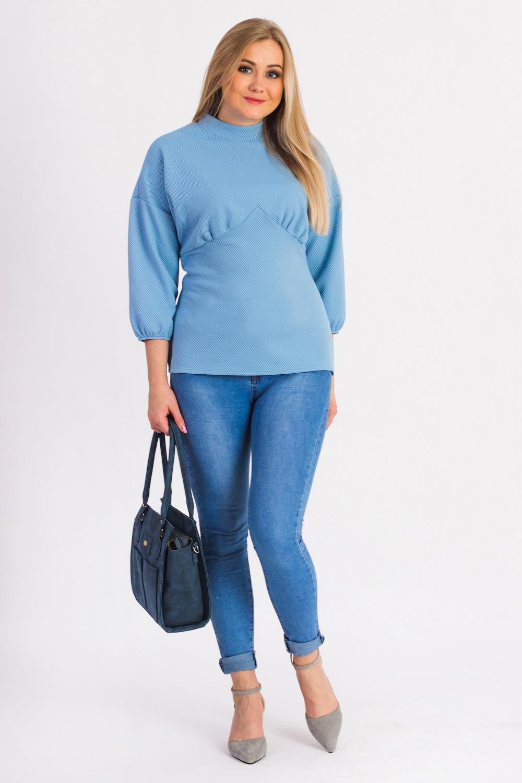 БлузкаБлузки<br>Классическая женская блузка из приятного к телу трикотажа станет основой Вашего повседневного гардероба.  Блузка приталенного силуэта с фигурным резом  и сборкой под грудью. На спинке лифа средний шов. Воротник стойка. Рукав рубашечный, 3/4, со спущенной линией плеча и резинкой по низу.  Цвет: голубой.  Длина рукава (от конечной плечевой точки) - 47 ± 1 см  Рост девушки-фотомодели 170 см  Длина изделия: 46 размер - 65 ± 2 см 48 размер - 65 ± 2 см 50 размер - 65 ± 2 см 52 размер - 65 ± 2 см 54 размер - 67 ± 2 см 56 размер - 67 ± 2 см 58 размер - 67 ± 2 см  При создании образа, который Вы видите на фотографии, также были использованы стильные леггинсы арт. B2016 и сумка SMK12316. Для просмотра модели введите артикул в строке поиска.<br><br>Воротник: Стойка<br>По материалу: Трикотаж<br>По образу: Город,Офис,Свидание<br>По рисунку: Однотонные<br>По сезону: Весна,Зима,Лето,Осень,Всесезон<br>По силуэту: Приталенные<br>По стилю: Классический стиль,Кэжуал,Офисный стиль,Повседневный стиль<br>Рукав: Рукав три четверти<br>Размер : 48,50,52,54,56,58<br>Материал: Трикотаж<br>Количество в наличии: 39