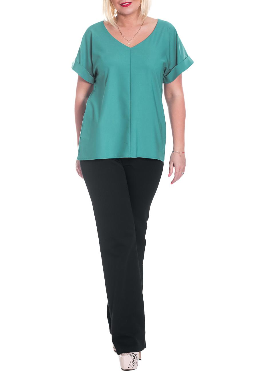 БлузкаБлузки<br>Замечательная женская блуза полуприлегающего силуэта со средний швом на переде и спинке. Горловина обработана обтачкой. Рукав цельновыкроеный, короткий, с притачной манжетой на отворот.  Цвет: бирюзовый.  Длина рукава - 17 ± 1 см  Рост девушки-фотомодели 170 см  Длина изделия - 69 ± 2 см<br><br>Горловина: V- горловина<br>По материалу: Блузочная ткань,Тканевые<br>По рисунку: Однотонные<br>По сезону: Весна,Зима,Лето,Осень,Всесезон<br>По силуэту: Полуприталенные<br>По стилю: Классический стиль,Кэжуал,Офисный стиль,Повседневный стиль<br>По элементам: С вырезом,С декором,С манжетами<br>Рукав: Короткий рукав<br>Размер : 50,52,54,56<br>Материал: Блузочная ткань<br>Количество в наличии: 19