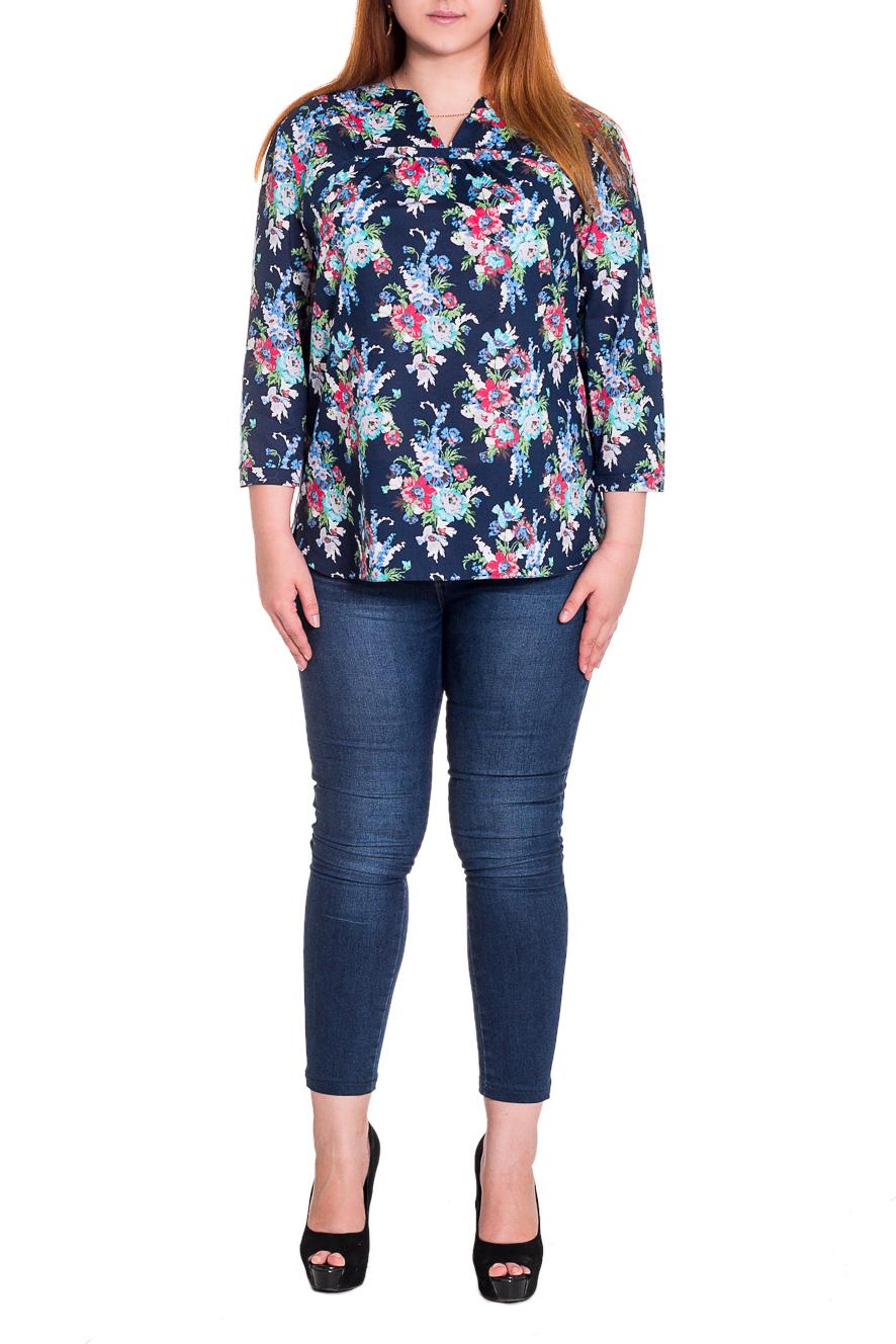 БлузкаБлузки<br>Женственная блузка свободного кроя до уровня бедер. Кокетка на переде с защипами и сборкой. Рукав 3/4, на манжете. Фигурный низ с разрезами по бокам.  Цвет: на темно-синем фоне голубые и розовые цветы.  Длина изделия: 48 размер - 64 ± 1 см 50 размер - 64 ± 1 см 52 размер - 66 ± 1 см 54 размер - 66 ± 1 см 56 размер - 66 ± 1 см 58 размер - 66 ± 1 см 60 размер - 68 ± 1 см 62 размер - 68 ± 1 см 64 размер - 68 ± 1 см 66 размер - 68 ± 1 см  Рост девушки-фотомодели 169 см<br><br>По материалу: Блузочная ткань,Тканевые,Хлопок<br>По образу: Город,Свидание<br>По рисунку: Растительные мотивы,С принтом,Цветные,Цветочные<br>По сезону: Весна,Всесезон,Зима,Лето,Осень<br>По силуэту: Полуприталенные,Свободные<br>По стилю: Повседневный стиль,Романтический стиль<br>По элементам: С декором,Со складками<br>Рукав: Рукав три четверти<br>Горловина: Фигурная горловина<br>Размер : 48,52,58<br>Материал: Плательно-блузочная ткань<br>Количество в наличии: 3