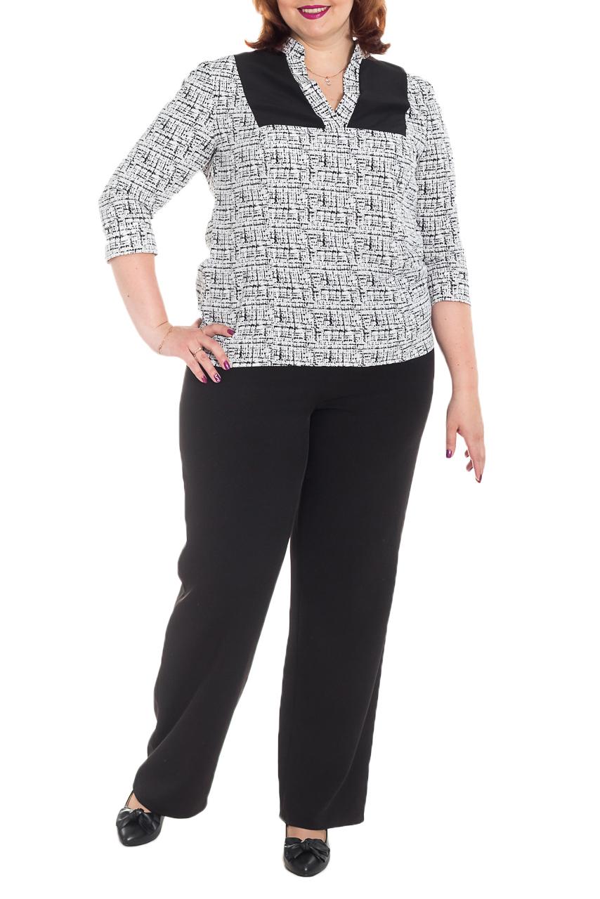 БлузкаБлузки<br>Классическая женская блузка из приятного к телу трикотажа станет основой Вашего повседневного гардероба.  Блузка прямого силуэта с рельефами и кокетками на передней части изделия. На спинке средний шов. Горловина обработана двойными обтачками, воротник стойка. Рукав втачной, 3/4.  Цвет: белый, черный.  Длина рукава - 47 ± 1 см  Рост девушки-фотомодели 176 см  Длина изделия: 54 размер - 67 ± 2 см 56 размер - 67 ± 2 см 58 размер - 67 ± 2 см 60 размер - 67 ± 2 см 62 размер - 69 ± 2 см 64 размер - 69 ± 2 см 66 размер - 69 ± 2 см<br><br>Воротник: Стойка<br>Горловина: V- горловина<br>По материалу: Шифон<br>По рисунку: Цветные,С принтом<br>По сезону: Весна,Зима,Лето,Осень,Всесезон<br>По силуэту: Прямые<br>По стилю: Офисный стиль,Повседневный стиль<br>По элементам: С воротником,С вырезом,С декором<br>Рукав: Рукав три четверти<br>Размер : 56,58,60,62,64,66<br>Материал: Шифон<br>Количество в наличии: 38