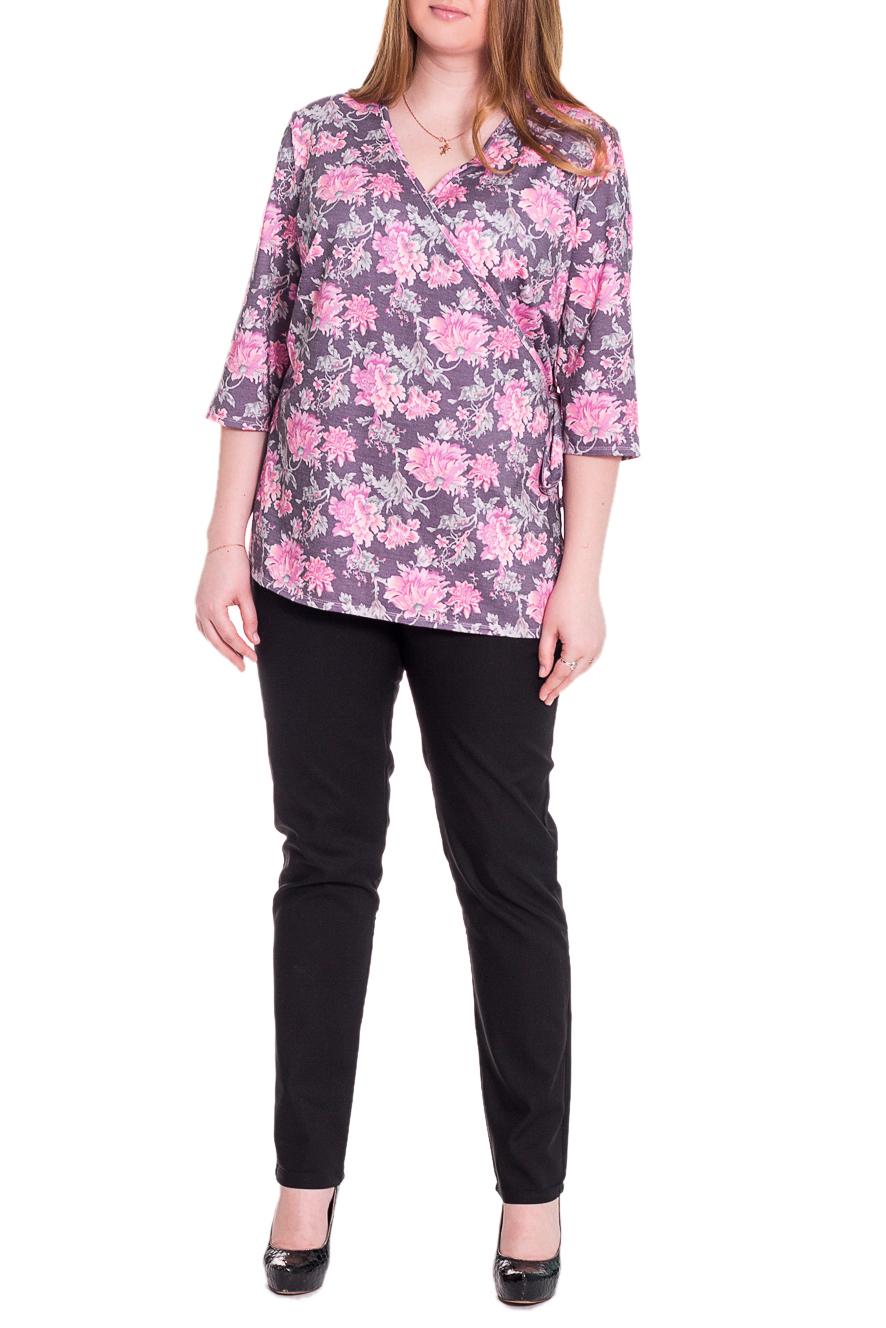 БлузкаБлузки<br>Женственная блузка приталенного силуэта, на запах, которая украсит ваш гардероб и принесет вам массу положительных эмоций. На спинке средний шов. Горловина окантована. Рукав втачной, 3/4. Цвет: розовый, сиреневый.  Длина рукава - 43 ± 1 см  Рост девушки-фотомодели 171 см  Длина изделия - 70 ± 2 см<br><br>Горловина: V- горловина,Запах<br>По материалу: Трикотаж,Хлопок<br>По рисунку: Растительные мотивы,С принтом,Цветные,Цветочные<br>По сезону: Весна,Осень<br>По силуэту: Полуприталенные,Приталенные<br>По стилю: Повседневный стиль,Романтический стиль<br>По элементам: С вырезом,С декором<br>Рукав: Рукав три четверти<br>Размер : 58,60,64,66,68<br>Материал: Трикотаж<br>Количество в наличии: 15