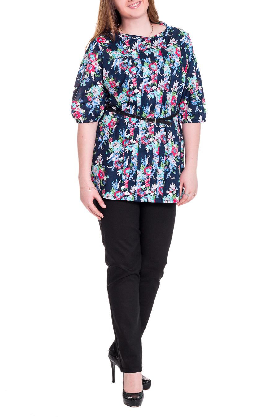 Блузка - TrispaБлузки<br>Прелестная женская блузка прямого силуэта со складками на передней части изделия, украшенная утонченным цветочным рисунком. На спинке средний шов. Горловина окантована. Рукав втачной, 3/4, со сборкой по низу на резинку. Пояс в комплект не входит. Цвет: на темно-синем фоне голубые и розовые цветы.  Длина рукава - 38 ± 1 см  Рост девушки-фотомодели 171 см  Длина изделия: 54 размер - 77 ± 2 см 56 размер - 77 ± 2 см 58 размер - 77 ± 2 см 60 размер - 77 ± 2 см 62 размер - 79 ± 2 см 64 размер - 79 ± 2 см 66 размер - 79 ± 2 см<br><br>По образу: Город,Свидание<br>По стилю: Повседневный стиль,Романтический стиль<br>По материалу: Хлопок,Блузочная ткань<br>По рисунку: С принтом,Цветные,Цветочные,Растительные мотивы<br>По сезону: Зима,Лето,Осень,Весна,Всесезон<br>По силуэту: Прямые<br>По элементам: С декором,Со складками<br>Рукав: Рукав три четверти<br>Горловина: С- горловина<br>Размер: 54,56,58,60,62,64,66<br>Материал: 100% хлопок<br>Количество в наличии: 13