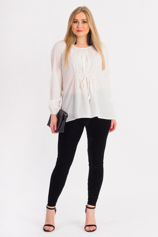 БлузкаБлузки<br>Шикарная женская блузка из струящегося шифона.  Блуза свободного кроя, длиной до бедер. Округлая горловина на окантовке. Длинный рукав. Складки по груди от горловины.  Цвет: белый.  Рост девушки-фотомодели 170 см<br><br>Горловина: С- горловина<br>Застежка: С завязками<br>По материалу: Блузочная ткань<br>По рисунку: Однотонные<br>По сезону: Весна,Зима,Лето,Осень,Всесезон<br>По силуэту: Свободные<br>По стилю: Классический стиль,Офисный стиль,Повседневный стиль<br>По элементам: С декором,Со складками<br>Рукав: Длинный рукав<br>Размер : 48,50,52,54,56<br>Материал: Шифон<br>Количество в наличии: 17