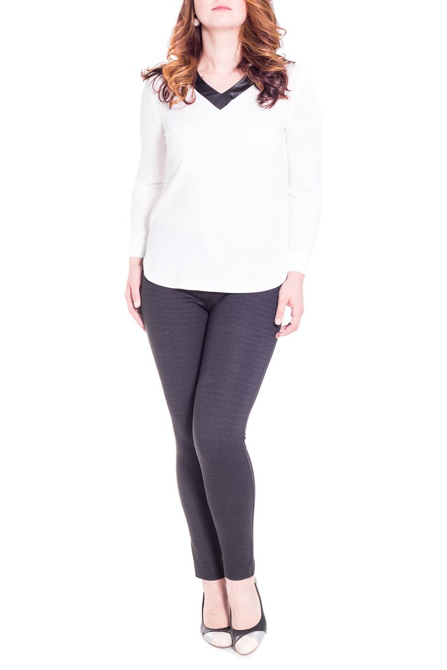 БлузкаБлузки<br>Классическая блузка прямого силуэта с закругленными разрезами по бокам. На спинке средний шов. Горловина обработана двойной обтачкой из кожи. Рукав втачной, длинный, с притачной манжетой с застежкой на пуговицу. Цвет: белый, черный (кожа).  Длина рукава - 60 ± 1 см  Рост девушки-фотомодели 180 см  Длина изделия - 60 ± 2 см<br><br>Горловина: V- горловина<br>По материалу: Блузочная ткань,Тканевые<br>По рисунку: Однотонные<br>По сезону: Весна,Зима,Осень<br>По силуэту: Прямые<br>По стилю: Классический стиль,Кэжуал,Офисный стиль,Повседневный стиль<br>По элементам: С вырезом,С декором,С кожаными вставками,С манжетами,С подкладом<br>Рукав: Длинный рукав<br>Размер : 46,48,50,52,54<br>Материал: Плательно-блузочная ткань<br>Количество в наличии: 16