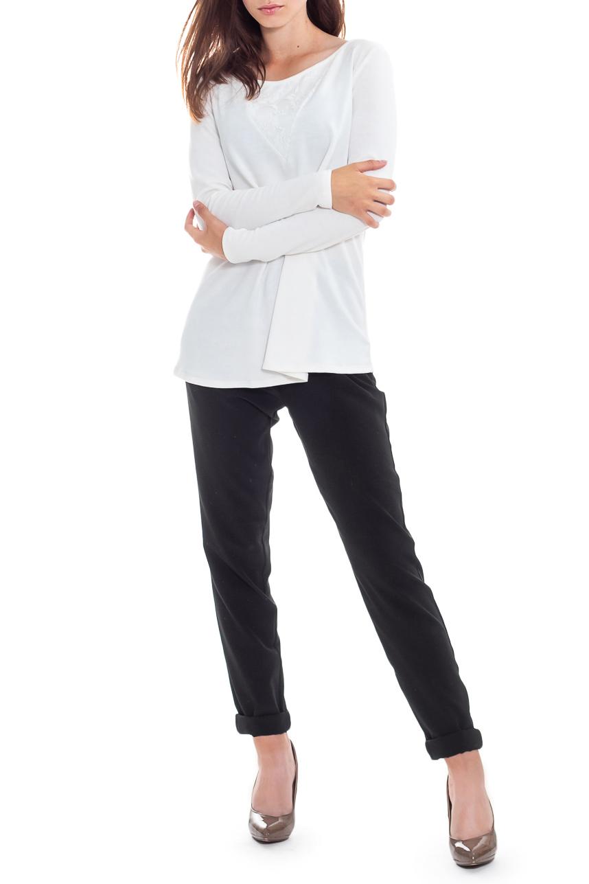ДжемперДжемперы<br>Свободный, элегантный и такой удобный джемпер из коллекции JATRAW CALM. Вам не составит труда найти для него пару в своем гардеробе.  Джемпер силуэта трапеция с двойными кокетками с гипюром на передней и задней частях изделия. На спинке средний шов. Горловина окантована. Рукав рубашечный, длинный, со спущенной линией плеча.  Цвет: белый.  Длина рукава - 60 ± 1 см  Рост девушки-фотомодели 165 см  Длина изделия - 64 ± 2 см  При создании образа, который Вы видите на фотографии, также были использованы стильные брюки арт. B1016(3062). Для просмотра модели введите артикул в строке поиска.<br><br>Горловина: С- горловина<br>По материалу: Гипюр,Трикотаж<br>По рисунку: Однотонные<br>По силуэту: Свободные<br>По стилю: Классический стиль,Кэжуал,Молодежный стиль,Офисный стиль,Повседневный стиль,Романтический стиль,Ультрамодный стиль<br>По элементам: С декором<br>Рукав: Длинный рукав<br>По сезону: Осень,Весна<br>Размер : 42,44,46,48,50,52<br>Материал: Трикотаж + Гипюр<br>Количество в наличии: 24