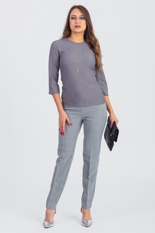 БлузкаБлузки<br>Эта изысканная блузка станет изумительным вариантом повседневного или выходного наряда. Изделие выполнено из лаконичной костюмной ткани, которая прекрасно садится по любой фигуре. Всегда актуальная классическая модель, которая добавит удобства любому образу  Блузка полуприлегающего силуэта. На спинке средний шов с молнией и смещенные рельефы. Горловина обработана обтачкой. Рукав втачной, 3/4. Украшение в комплект не входит.  Цвет: серый.  Длина рукава - 43 ± 1 см  Рост девушки-фотомодели 168 см  Длина изделия - 57 ± 2 см<br><br>Горловина: С- горловина<br>По материалу: Костюмные ткани<br>По образу: Город,Офис<br>По рисунку: Однотонные<br>По сезону: Весна,Зима,Лето,Осень,Всесезон<br>По силуэту: Полуприталенные<br>По стилю: Классический стиль,Кэжуал,Офисный стиль,Повседневный стиль<br>Рукав: Рукав три четверти<br>Размер : 42,44,46,48<br>Материал: Костюмная ткань<br>Количество в наличии: 13