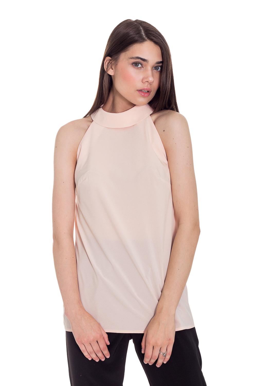 БлузкаБлузки<br>Очаровательная женская блузка с горловиной халтер и открытой линией плеч сделает Ваш образ более женственным и романтичным. Создайте свой романтичный образ с коллекцией JATRAW PEONY.  Блузка силуэта трапеция. На спинке средний шов и капелька. Воротник стояче-отложной с застежкой на пуговицу. Проймы обработаны обтачками.  Цвет: розово-персиковый.  Рост девушки-фотомодели 169 см  Длина изделия - 63 ± 2 см  При создании образа, который Вы видите на фотографии, также были использованы стильные брюки арт. B1016(3062). Для просмотра модели введите артикул в строке поиска.<br><br>Воротник: Стойка<br>Застежка: С пуговицами<br>По материалу: Блузочная ткань<br>По образу: Город,Круиз,Офис,Свидание<br>По рисунку: Однотонные<br>По сезону: Весна,Зима,Лето,Осень,Всесезон<br>По силуэту: Свободные<br>По стилю: Классический стиль,Кэжуал,Летний стиль,Молодежный стиль,Офисный стиль,Повседневный стиль,Романтический стиль,Ультрамодный стиль<br>По элементам: С воротником,С декором,С открытыми плечами<br>Рукав: Без рукавов<br>Размер : 42,44,46,48,50,52<br>Материал: Блузочная ткань<br>Количество в наличии: 21