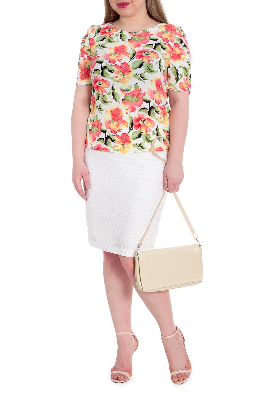 БлузкаБлузки<br>Классическая женская блузка - это универсальный предмет одежды, в котором можно пойти как на работу, так и на свидание.  Блузка полуприлегающего силуэта с имитацией застежки на спинке. Горловина обработана обтачкой. Рукав втачной, короткий, со складками по окату и сборкой. Чуть зауженная линия плеча.  В изделии использованы цвета: молочный, коралловый, зеленый.  Длина рукава - 34 ± 1 см  Рост девушки-фотомодели 170 см  Длина изделия: 46 размер - 61 ± 2 см 48 размер - 61 ± 2 см 50 размер - 61 ± 2 см 52 размер - 61 ± 2 см 54 размер - 64 ± 2 см 56 размер - 64 ± 2 см 58 размер - 64 ± 2 см<br><br>Горловина: Лодочка<br>Застежка: С пуговицами<br>По материалу: Блузочная ткань,Тканевые<br>По рисунку: Растительные мотивы,С принтом,Цветные,Цветочные<br>По сезону: Весна,Зима,Лето,Осень,Всесезон<br>По силуэту: Полуприталенные<br>По стилю: Летний стиль,Повседневный стиль,Романтический стиль<br>По элементам: Со складками<br>Рукав: До локтя<br>Размер : 48,50,52,54,58<br>Материал: Плательно-блузочная ткань<br>Количество в наличии: 12