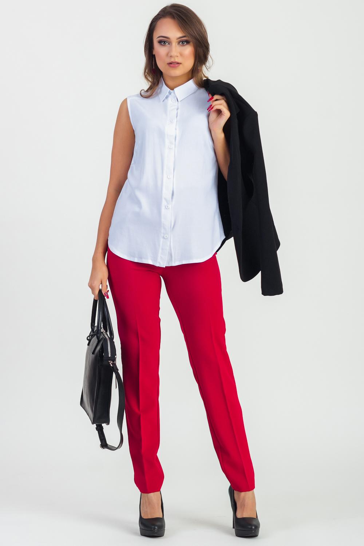 БлузкаБлузки<br>Классическая женская блузка - это универсальный предмет одежды, в котором можно пойти как на работу, так и на свидание.  Блузка без рукавов прямого силуэта с кокетками на передней и задней частях изделия. На передней части изделия центральная застежка на пуговицы с планками. Воротник quot;стояче-отложнойquot;. Проймы окантованы.  Цвет: белый.  Рост девушки-фотомодели 167 см  Длина изделия - 64 ± 2 см  При создании образа, который Вы видите на фотографии, также были использованы стильные брюки арт. B1016. Для просмотра модели введите артикул в строке поиска.<br><br>Воротник: Рубашечный,Стояче-отложной<br>Застежка: С пуговицами<br>По материалу: Блузочная ткань<br>По рисунку: Однотонные<br>По сезону: Весна,Зима,Лето,Осень,Всесезон<br>По силуэту: Прямые<br>По стилю: Классический стиль,Кэжуал,Летний стиль,Молодежный стиль,Офисный стиль,Повседневный стиль<br>По элементам: С воротником,С декором<br>Рукав: Без рукавов<br>Размер : 42,44,46,48,50,52<br>Материал: Блузочная ткань<br>Количество в наличии: 15