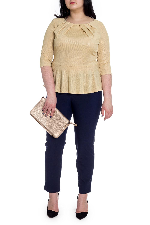 БлузкаБлузки<br>Повседневно - нарядные блузки идеально подходят как для романтичных встреч, так и для походов в кафе с Вашими подругами. Изделие выполнено из струящегося трикотажа, который прекрасно садится по любой фигуре.  Блузка приталенного силуэта, отрезная по линии талии с баской. На передней части изделия складки по горловине, заложенные к центру. На спинке средний шов. Горловина обработана обтачкой. Рукав втачной, 3/4.  Цвет: золотистый.  Длина рукава - 41 ± 1 см  Рост девушки-фотомодели 170 см  Длина изделия - 57 ± 2 см  При создании образа, который Вы видите на фотографии, также был использован стильный клатч арт. SMK1116. Для просмотра модели введите артикул в строке поиска.<br><br>Горловина: С- горловина<br>По материалу: Трикотаж<br>По рисунку: Однотонные<br>По сезону: Весна,Зима,Лето,Осень,Всесезон<br>По силуэту: Приталенные<br>По стилю: Нарядный стиль,Повседневный стиль,Романтический стиль<br>По элементам: С баской,Со складками<br>Рукав: Рукав три четверти<br>Размер : 52,54,56,58<br>Материал: Трикотаж<br>Количество в наличии: 12
