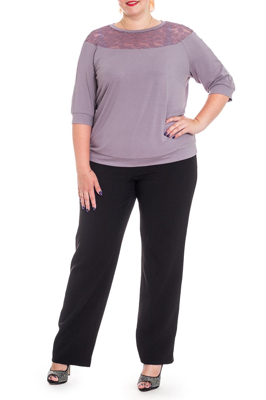БлузкаБлузки<br>Классическая женская блузка - это универсальный предмет одежды, в котором можно пойти как на работу, так и на свидание.  Блузка прямого силуэта с кокетками из гипюра на передней и задней частях изделия. На спинке средний шов. По низу изделия планка. Горловина обработана бейкой. Рукав реглан, 3/4, с притачной манжетой.  Цвет: лиловый.  Длина рукава - 39 ± 1 см   Рост девушки-фотомодели 176 см  Длина изделия - 61 ± 2 см<br><br>Горловина: С- горловина<br>По материалу: Гипюр,Трикотаж<br>По рисунку: Однотонные<br>По сезону: Весна,Зима,Лето,Осень,Всесезон<br>По силуэту: Прямые<br>По стилю: Повседневный стиль<br>По элементам: С декором,С манжетами<br>Рукав: Рукав три четверти<br>Размер : 58,60,62,64,66,68<br>Материал: Трикотаж + Гипюр<br>Количество в наличии: 33